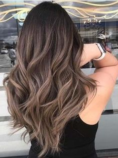 20 Hair Colors For Brunettes Going Gray Hardly Any Ladies Are Brought Into The World Blonde And Even Less Are Cheveux Teints Couleur Cheveux Style De Cheveux
