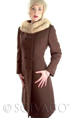 Beautiful Vintage wool coat with a fur collar!