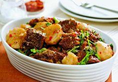 Bastante presente em sopas, o inhame, legume de inverno, também fica ótimo no cozido de costela.