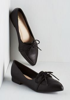 We know you're a busy gal so we'll get right to it - those pointed flats you're always wearing couldn't be any more perfect! With their subtle heel and sleek vegan faux leather, these laced, Oxford-inspired shoes adapt to any and every outing that comes your way. Now get out there and show them off!
