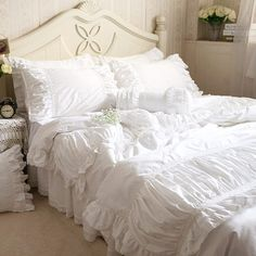 Luxury embroidered bedding set wrinkle fold Satin Lace bed sheet craft bedding for wedding ruffle duvet cover elegant bedspread Chic Bedding, Duvet Bedding, Luxury Bedding, Comforter Set, Cotton Bedding Sets, Queen Bedding Sets, Cotton Duvet, King Cotton, Bed Sets