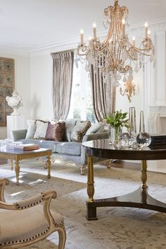 Classic Home Design in Neutrals, Whites, and Touches of Black (via Ebanista) Formal Living Rooms, Home Living Room, Living Room Decor, Luxury Furniture, Furniture Design, Style Français, Design Blog, Design Trends, Classic House