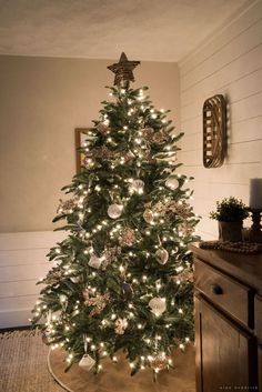b810881889e Dining Room Christmas Tree with Balsam Hill Christmas Wreaths