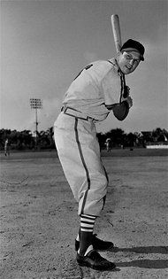 Stan Musial, a Star Who Stood Out by Not Standing Out - NYTimes.com