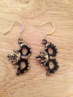 Mask earrings black/gold