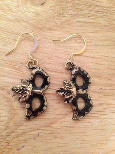 Mask earrings black/gold