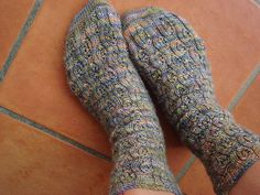 knitted Leaves and Vines sock pattern, free download from Ravelry