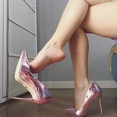 "Absolut Foot Fetish on Instagram  ""I love shoeplay  honeyberrysfeet ❤  shoe   shoeplay  dangle  dangling  heel  heelsaddict  shoes  shoesaddict ... 19858fe43767"