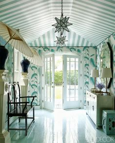From Elle Decor by Miles Redd, who is not afraid of color or pattern! Southampton home of Erika Bearman. Striped ceiling and leafy wallpaper. Parasols in vases. How island paradise! Graphic Wallpaper, Of Wallpaper, Feather Wallpaper, Leaves Wallpaper, Interior Wallpaper, Chinoiserie Wallpaper, Wallpaper Patterns, Chinoiserie Chic, Elle Decor