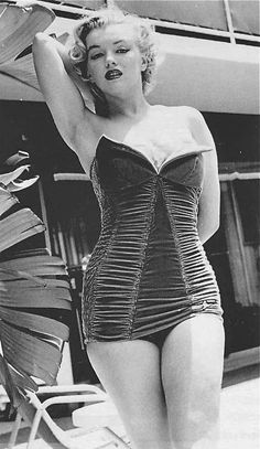 Marilyn Monroe photographed by Phil Burchman in 1951 <3