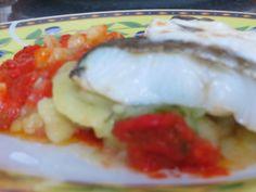 Con Olla de Barro: Bacalao Con Patatas Panaderas Sobre Cama de Tomate Frito