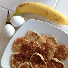 The perfect toddler breakfast. 2 eggs + 1 banana = pancakes. Make it now. 1. Mush banana. 2. Crack eggs. 3. Mix 4. Spray griddle with PAM 5. Pour batter on 6. Flip 7. Eat 8. Happy - what?! healthy kid breakfast!