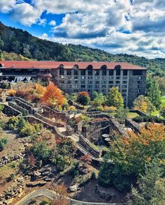 I just posted a #traveldiary video from my mountain trip last weekend on my channel and the locations look even better on video  click the link in my bio  // #omnigroveparkinn