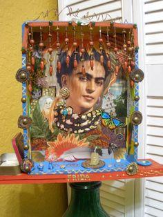 Mexican Crafts, Mexican Folk Art, Day Of The Dead Diy, Frida Kahlo Artwork, Fridah Kahlo, Creative Artwork, Macrame Patterns, Skull Art, Op Art