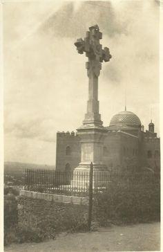 Cruz de Los Mártires y Hotel Alhambra Palace