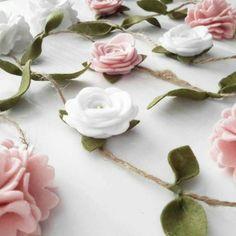 Rose Garland, Felt Garland, Flower Garlands, Floral Garland, Paper Flowers Diy, Butterfly Flowers, Felt Flowers, Flower Crafts, Felt Crafts Diy