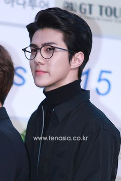 Sehun - 160217 5th Gaon Chart K-POP Awards, red carpet Credit: Ten Asia. (제5회 가온차트 케이팝 어워드)