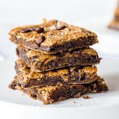 Kichererbsen können mehr als Falafel! Kichererbsen machen sich auch perfekt im Kuchen - mit Erdnussbutter und Schokoladensplitter.