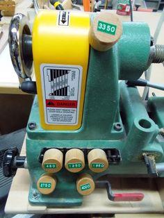 Lathe Speed Reminder Buttons / Boutons de rappel de vitesse de tour à bois   Atelier du Bricoleur (menuiserie)…..…… Woodworking Hobbyist's Workshop The Saw, Woodworking Tips, Keurig, Coffee Maker, Workshop, Kitchen Appliances, Index, Tools, Carpentry