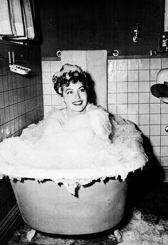 Oh so cute.Ava Gardner, 1948.