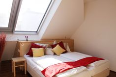 College Life, Vienna, Bed, Beautiful, Middle, House, Activities, Furniture, City