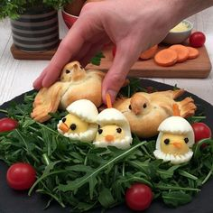 A fun, delicious recipe to do with the kids 🐣🐥😍 dinner videos Bird's Nest Thanksgiving Punch, Thanksgiving Cocktails, Holiday Drinks, Drinks Alcohol Recipes, Punch Recipes, Dinner Show, Le Boudin, Half Baked Harvest, Egg Recipes