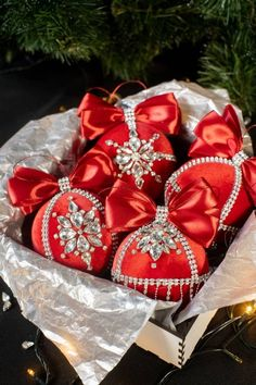 Christmas Ornament Storage, Unique Christmas Ornaments, Christmas Candy, Christmas Balls, Christmas Tree Decorations, Christmas Wreaths, Christmas Crafts, Cabin Christmas, Christmas Time