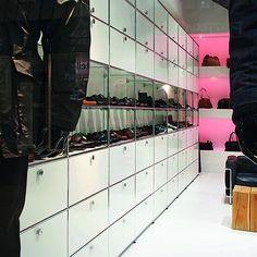USM Haller shelves for retail; USM Haller pure white storage with diplay shelf; Comtemporary retail display shelf