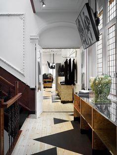 amsterdam: weekday store opening