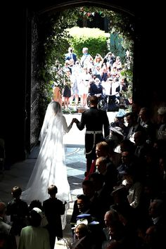 Prince Harry and Meghan Markle will both wear a wedding ring—which is actually a bit unusual for the royal family. Prince Harry Et Meghan, Meghan Markle Prince Harry, Princess Meghan, Princess Charlotte, Meghan Markle Wedding Pictures, Meghan Markle Wedding Dress, Lady Diana, Prinz Harry Meghan Markle, Harry And Meghan Wedding