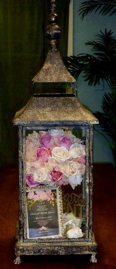 Preserved wedding bouquet in lantern Post Wedding, Diy Wedding, Wedding Favors, Rustic Wedding, Dream Wedding, Wedding Day, Wedding Boxes, Wedding Shadow Boxes, Wedding Stuff