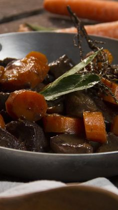 On l'appelle aussi le boeuf tout mignon and drinks beef Bœuf bourguignon Estofado Recipe, Pork Recipes, Cooking Recipes, Traditional French Recipes, Guisado, French Food, French Desserts, Dessert For Dinner, Healthy Recipes
