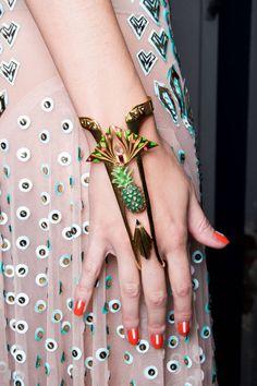 Quero pra onteeem! #accessories #acessorios #nails #unhas #esmalte #brinco #colar #anel #earring #necklace #ring #summer #winter #beautiful #ouro #prata