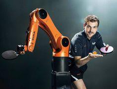 Kuka robot contro il campione di ping pong Timo Boll
