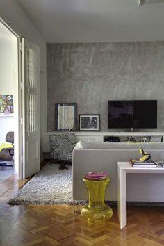 Apartamento alugado com personalidade (Foto: Denílson Machado, MCA Estúdio / Divulgação) Living Room Tv, Home And Living, Interior Exterior, Interior Architecture, Home Theater Tv, Theatre, Tv Decor, Home Decor, Cool Apartments