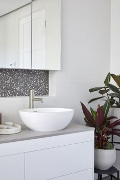 Courtney and Hans's ensuite featured terrazzo flooring against a mostly white colour palette. Bathroom Tile Designs, Bathroom Trends, Bathroom Inspo, Bathroom Layout, Bathroom Inspiration, Bathroom Ideas, Terrazzo Flooring, Best Flooring, Dream Bathrooms