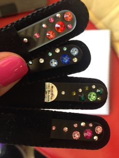 Limas de cristal templado. Decorada con cristales Swarovski.  La  mejor tecnología en limado de uñas. No las triza ni deja puntas y duran para toda la vida ya que su parte abrasiva no se gasta www.montluxe.com amerino@montluxe.com
