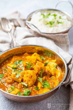 A delicious chicken dhansak recipe with sweet and sour flavours from the addition of fresh pineapple. Come and find out what a dhansak recipe is about! Lentil Recipes, Curry Recipes, Chicken Dhansak Recipe, Indian Side Dishes, Main Dishes, Gourmet Chicken, Chicken Recipes, Pineapple Curry, Meals
