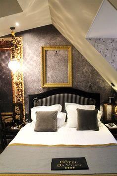 La chambre de l'adorateur (603) dans l'hôtel Da Vinci à Paris