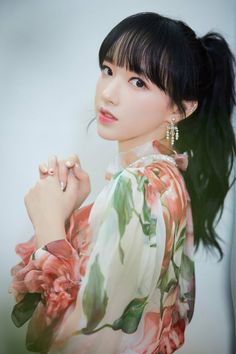 Image discovered by lost. Find images and videos about girl, kpop and k-pop on We Heart It - the app to get lost in what you love. Cheng Xiao, Cosmic Girls, Pictures Of People, Touken Ranbu, Female Characters, Beautiful Dolls, Kpop Girls, Asian Beauty, Asian Girl