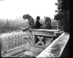 Félix Thiollier (1842-1914), Emma Thiollier, sa fille, peignant au sommet de l'une des tours de Notre Dame - 1907