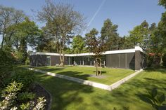 Bungalow : Modern houses by Justus Mayser Architekt