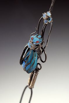 "Chinese cicada hairpin Lovely Chinese hairpin decorated with a kingfisher feather cicada mounted on a ""trembalnt effect"" spring. Qing dynasty (1644-1911)."