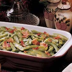 Baked String Beans Recipe -Frozen string beans from our garden (or the grocery store) taste great in this side dish. Bouillon, garlic salt and crisp bacon give them a nice fresh flavor. Side Dish Recipes, Vegetable Recipes, Dinner Recipes, String Bean Recipes, Baked Garlic Green Beans, Vegetable Side Dishes, Great Recipes, Favorite Recipes, Cooking Recipes