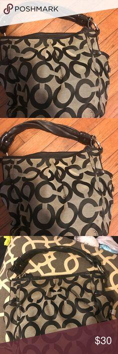 COACH handbag 👜 Cute nice and clean Coach Bags Shoulder Bags
