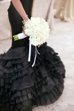 Opulent Monochrome Wedding Inspiration | SouthBound Bride | http://www.southboundbride.com/opulent-monochrome-wedding-inspiration | Credit: Hello Love Photography