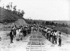 Construção de Ferrovia nos Campos Gerais - Ponta Grossa, sem data. Acervo Foto Bianchi da Casa da Memória de Ponta Grossa - Paraná - Brasil!!!