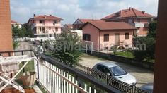 Volpiano Appartamento Volpiano Located in Volpiano, this apartment features a balcony. The property is 17 km from Turin and free private parking is provided. There is a dining area and a kitchen complete with a dishwasher and an oven. A TV is offered.
