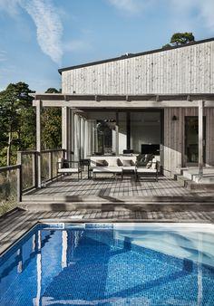 House styles - Villa Boo, Villa Gotland, Salthamn, m arkitektur Tin House, House Deck, Swimming Pool Designs, Swimming Pools, Villas, Off Grid House, Homestead House, Summer Cabins, Earthship
