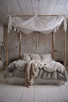 chambre cosy couleur naturelle, beige, laine, attrape reve, ciel de lit - cosy natural bedroom, whool, dream catcher